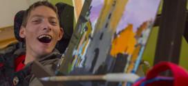Tomáš Rybička jde do malování po hlavě – doslova