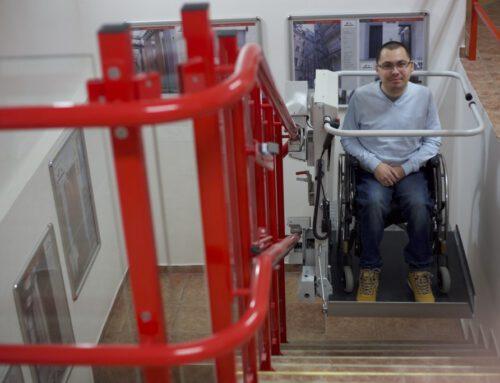 Novinka na trhu překonávání schodišťových bariér – plošina STRATOS