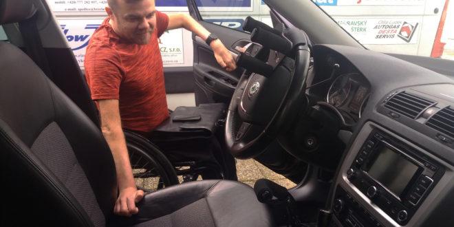 Půjčujeme auto s ručním řízením!